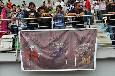 Битва королей - баннер болельщиков на трибуне Гран-при Индии 2013