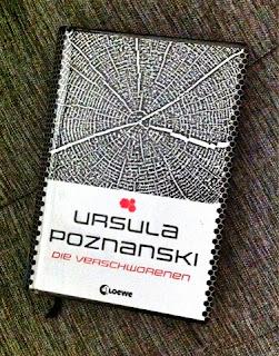 http://daughterofinkandpaper.blogspot.de/2014/03/die-verschworenen-rezension-ursula-poznanski.html