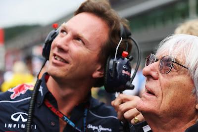Берни Экклстоун и Кристиан Хорнер смотрят на баннер Гринписа на Гран-при Бельгии 2013