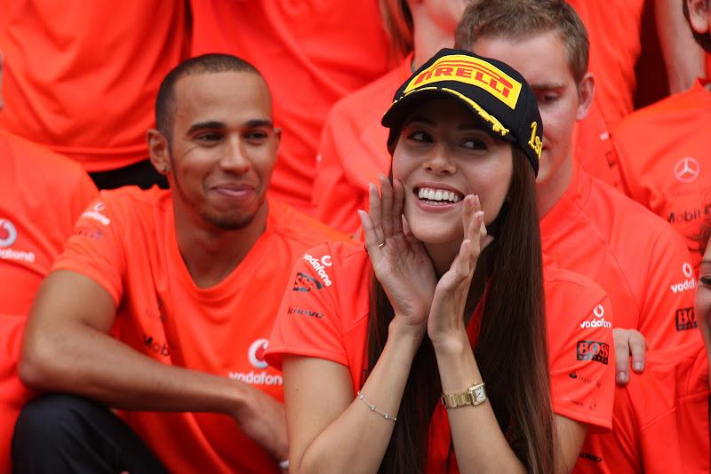 Джессика Мичибата и Льюис Хэмилтон в ожидании Дженсона Баттона на Гран-при Венгрии 2011