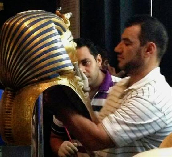 "Tutankhamun's burial mask ""irreversibly damaged"""