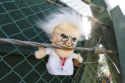 ручная кукла Берни Экклстоуна на Гран-при Японии 2013