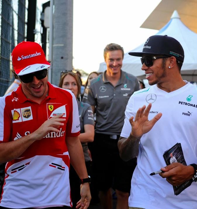 Льюис Хэмилтон и Фернандо Алонсо гуляют на Сузука на Гран-при Японии 2013