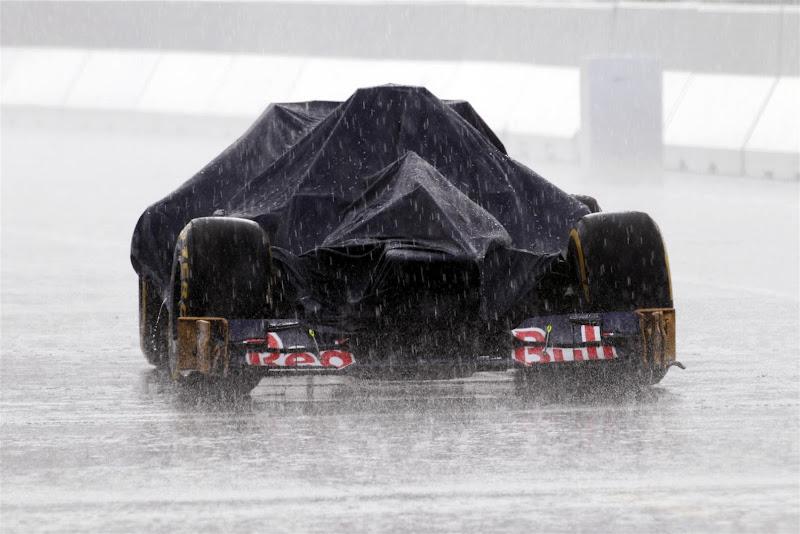 болид Toro Rosso под челом на дождевой квалификации на Хоккенхаймринге на Гран-при Германии 2012