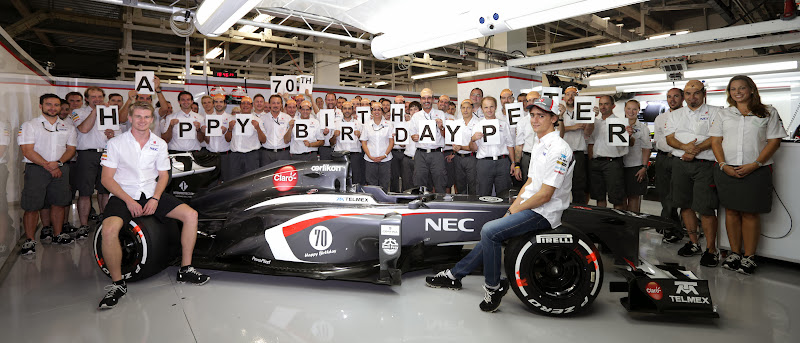 команда Sauber поздравляет Петера Заубера с 70-летием на Гран-при Японии 2013