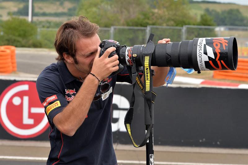 Жан-Эрик Вернь с фотокамерой Sutton на Гран-при Венгрии 2013
