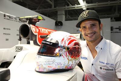 Витантонио Льюцци демонстрирует специальную раскраску шлема для Гран-при Японии 2011