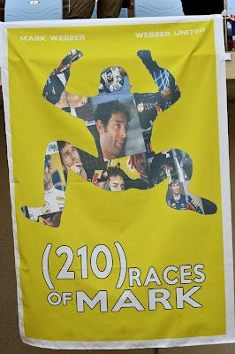 (210) races of Mark - баннер болельщиков в поддержку Марка Уэббера на трибуне Гран-при Кореи 2013