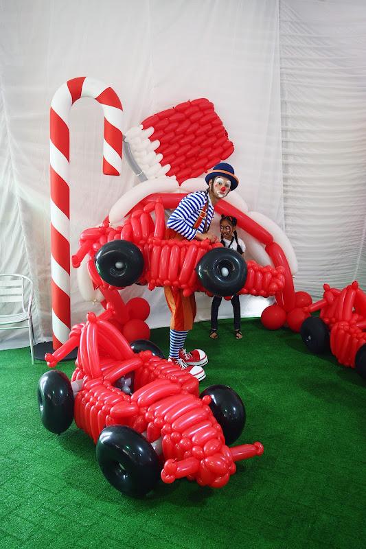 болид из надувных шариков на Гран-при Бахрейна 2012