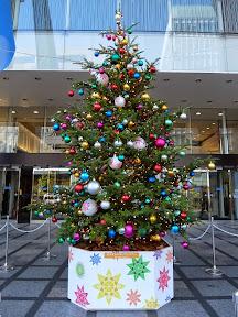 新宿タカシマヤ(明治通り口玄関前)のクリスマスツリー2014