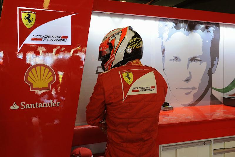 Кими Райкконен в боксах Ferrari на Гран-при Австралии 2014