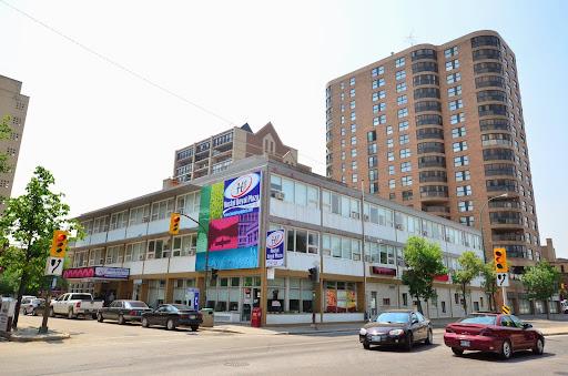 Hotel Royal Plaza, 330 Kennedy St, Winnipeg, MB R3B 3A4, Canada, Indian Restaurant, state Manitoba