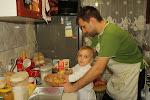 Tato w kuchni nie może zostać bez pomocy