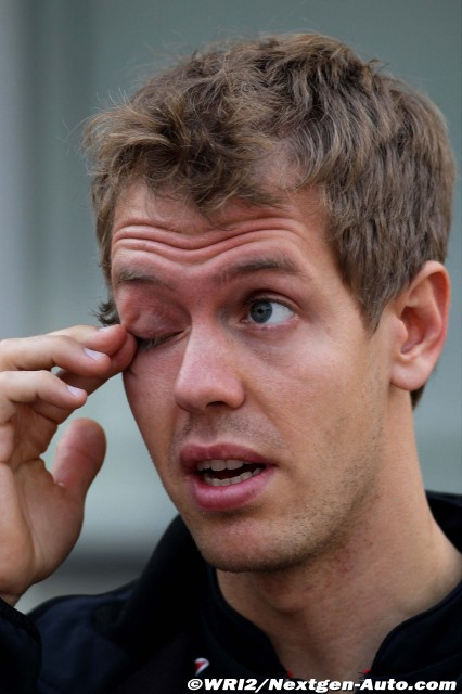 Себастьян Феттель протирает глаз на Гран-при Кореи 2011