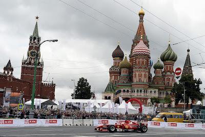 Камуи Кобаяши за рулем Ferrari на Moscow City Racing 2013