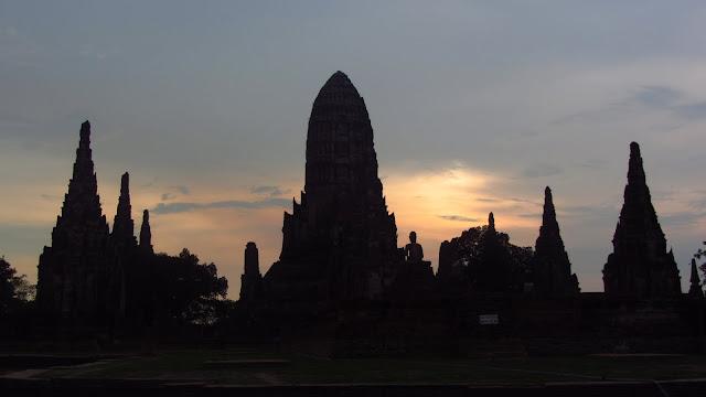 Sunset over Wat Chaiwatthanaram.