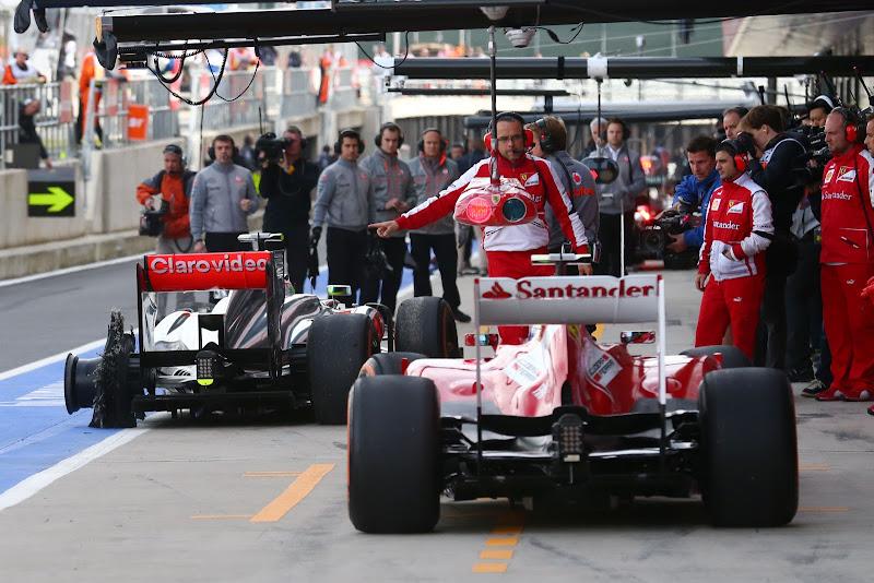 Фелипе Масса и Серхио Перес с разорванной резиной Pirelli на своем McLaren на Гран-при Великобритании 2013