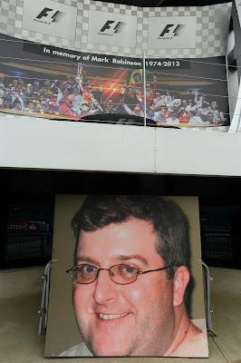 минута молчания в память о Марке Робинсоне в Сильверстоуне на Гран-при Великобритании 2013