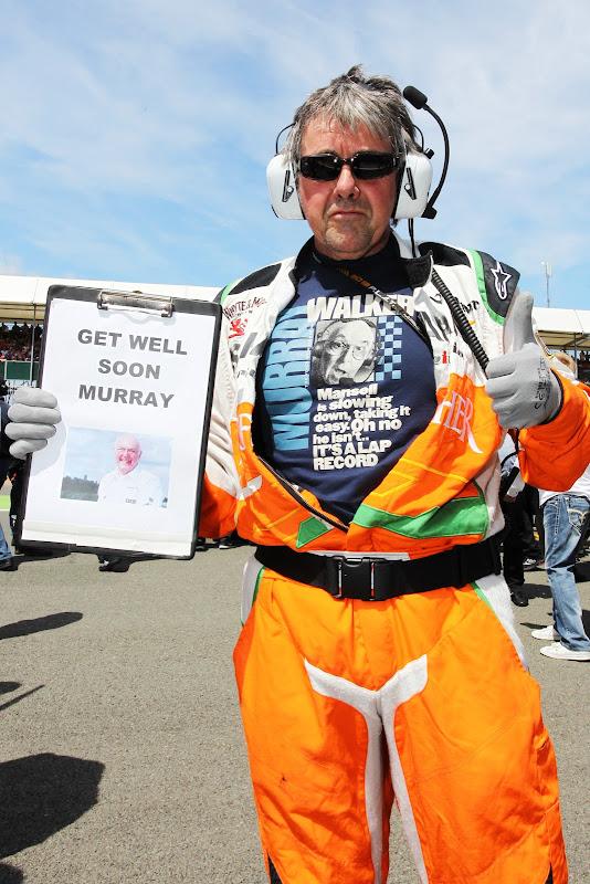 Нил Дики в футболке Retro F1 в поддержку Мюррея Уокера на стартовой решетке Гран-при Великобритании 2013 в Сильверстоуне
