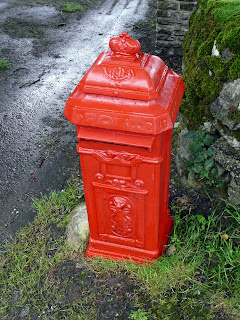 A nice red post box