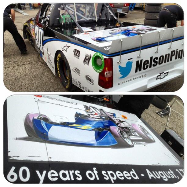 Нельсиньо Пике с рисунком болида Нельсона Пике в Michigan International Speedway