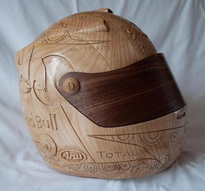 шлем Себастьяна Феттеля из дерева - вид сбоку