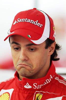 Фелипе Масса с разочарованным видом на Гран-при Кореи 2011