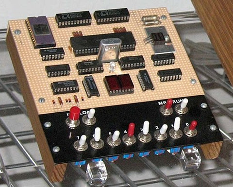 COSMAC Elf single-board computer with PIXIE video. A complete computer system in 1977 with only 13 integrated circuits!