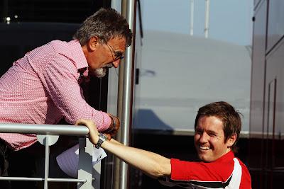 Эдди Джордан смешит Роба Смедли на Гран-при Италии 2011