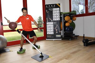 Фелипе Масса выполняет упражнения в новом тренажерном зале в Маранелло 17 декабря 2011