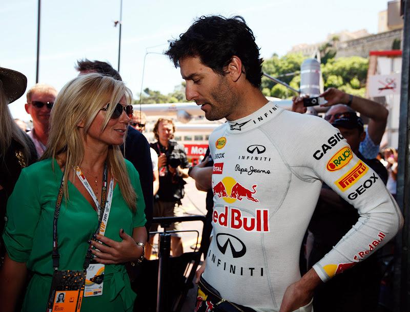 Джерри Холливел разговаривает с Марком Уэббером перед гонкой Гран-при Монако 2011