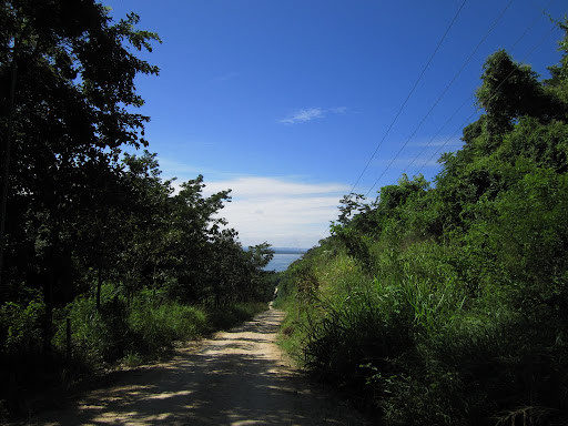 Remote northern road around Lago de Peten Itza.