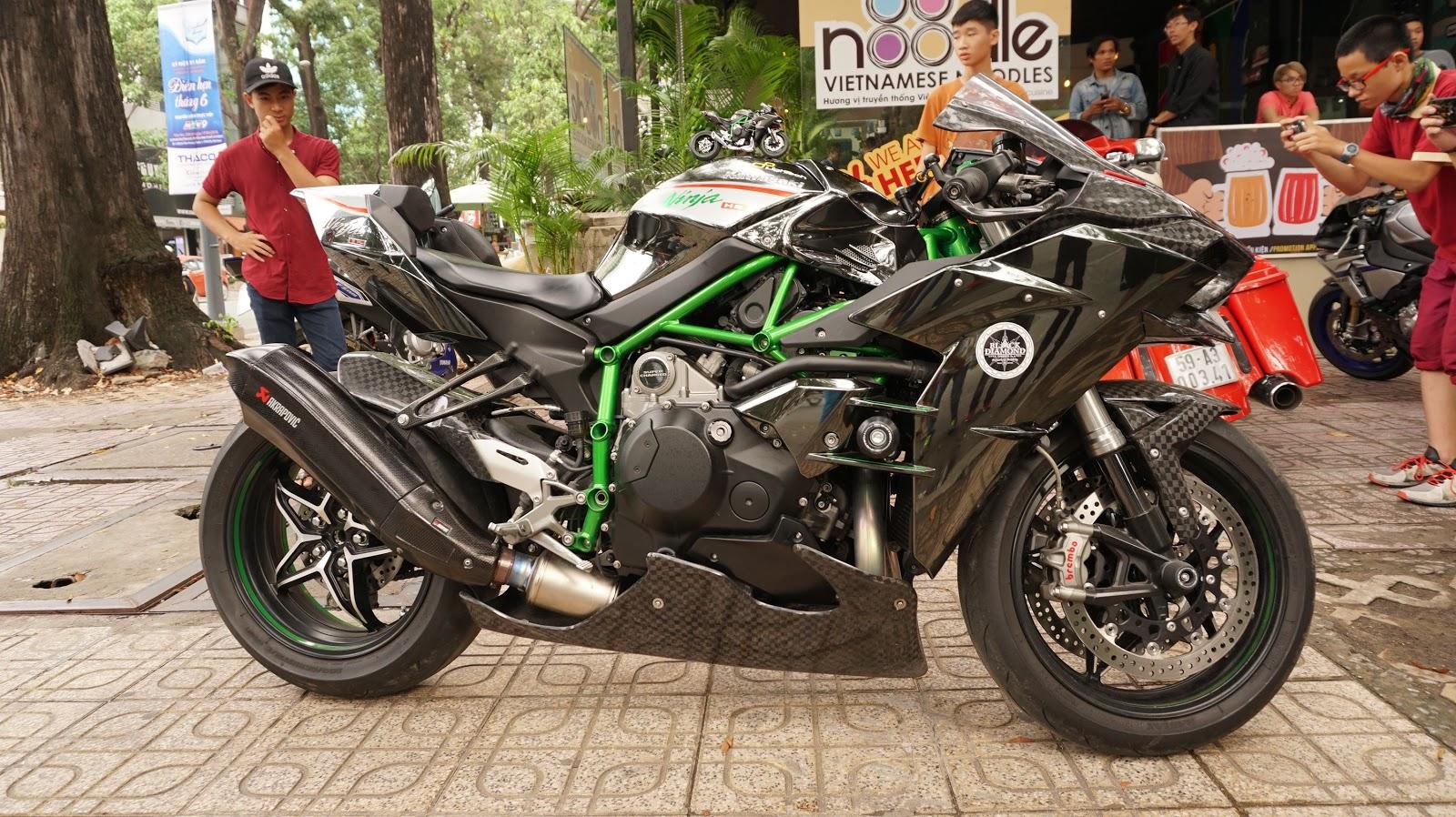 Sự xuất hiện của Kawasaki Ninja H2 làm mọi người bất ngờ