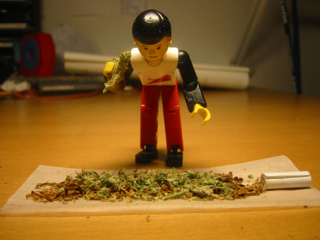 Lego figurines with tobacco products