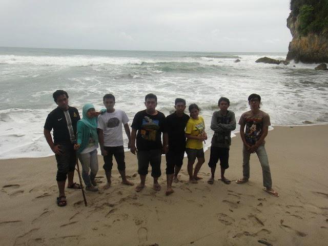 Pantai Dekat Gua