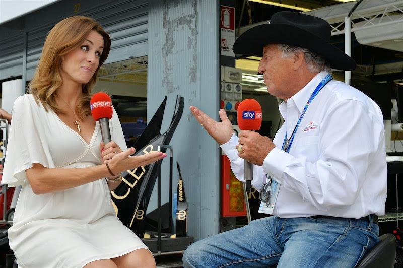 Натали Пинкхэм берет интервью у Марио Андретти для Sky Гран-при Италии 2014