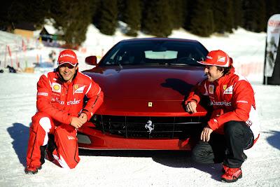Фелипе Масса и Фернандо Алонсо напротив Ferrari позируют перед фотографами на Wrooom 2012