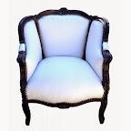 Grande bergère de style Louis XV tissu simili cuir blanc et bois laqué