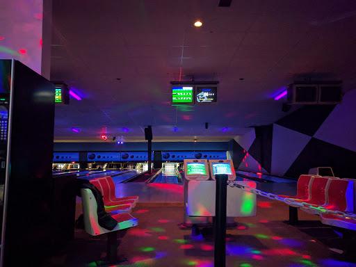 Lake City Bowling And Billiards, 2789 Hwy 97 N #100, Kelowna, BC V1X 4J8, Canada, Bowling Alley, state British Columbia