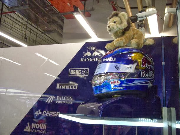 львенок на шлеме Жана-Эрика Верня на Гран-при Сингапура 2013