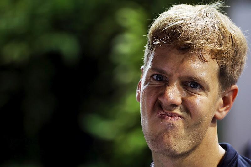 Себастьян Феттель искривляет лицо на Гран-при Сингапура 2012