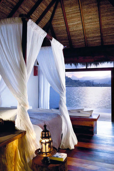 elegantes schlafzimemr ausblick auf meer
