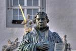 Martin-Luther-Denkmal (man beachte das Schwert im Hintergrund)