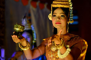 Apsara Dance Show - pokaz tradycyjnego tańca khmerskiego. Na zdjęciu tancerka podczas Tańca Błogosławieństwa