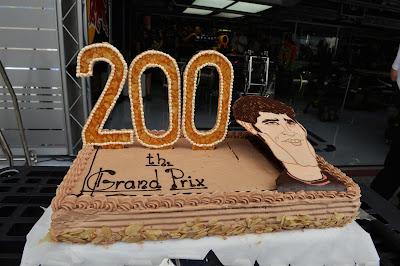 торт в честь 200-ого старта Марка Уэббера в Формуле-1 на Гран-при Бахрейна 2013