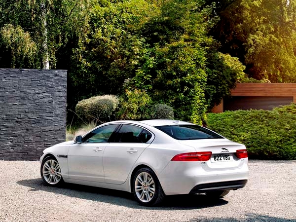 2017 Jaguar XE First Sport Sedan Release Redesign Car Review Specs