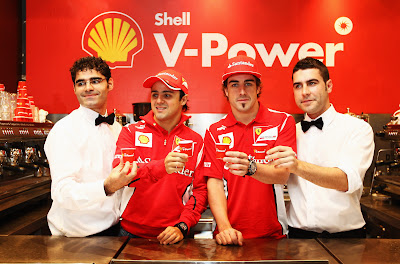 Фелипе Масса и Фернандо Алонсо на кофе мероприятии Shell перед Гран-при Австралии 2012