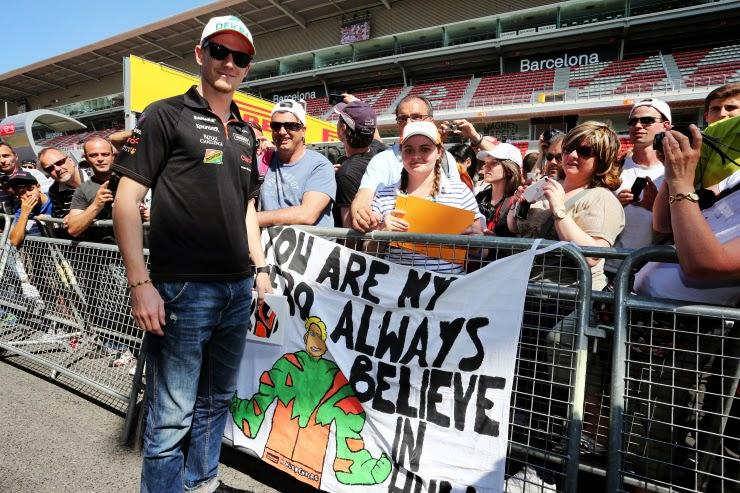 верим в Халка - баннер болельщиков Нико Хюлькенберга на Гран-при Испании 2014