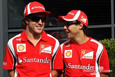улыбающиеся Фернандо Алонсо и Фелипе Масса на Гран-при Италии 2011 в Монце