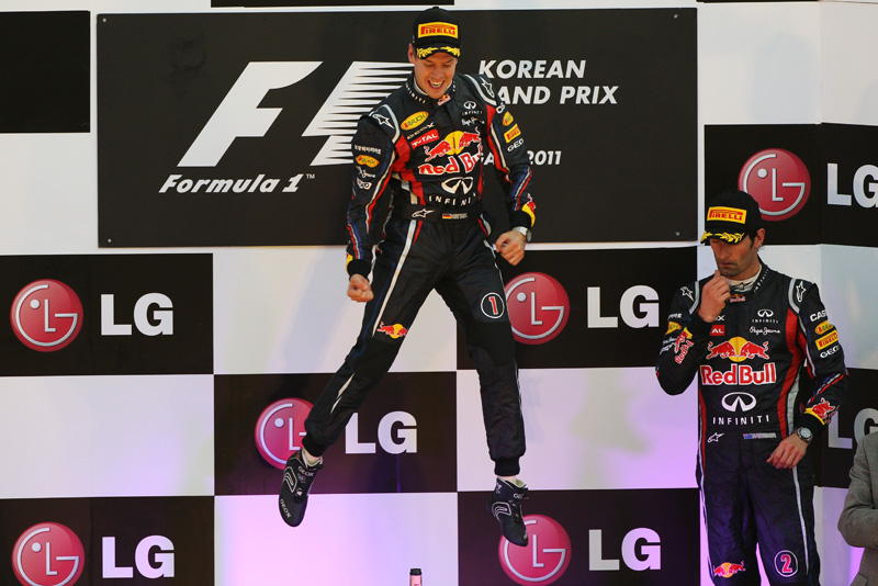 прыжок Себастьяна Феттелья и Марк Уэббер на подиуме Гран-при Кореи 2011